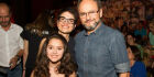 Sandra Annemberg e Ernesto Paglia prestigiam desfile com a filha, Elisa