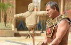 OS 10 MANDAMENTOS: Disebek é expulso do Egito após descobrirem que era amante de Yunet