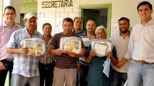 Prefeito Júnior Vasconcelos entrega Kits escolares aos alunos da REME em Fátima do Sul
