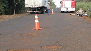 Buracos em rodovia causam acidente e pai e filha se ferem entre Caarapó a Amambai