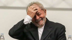 Polícia Federal indicia Lula e Marisa por corrupção e lavagem no tríplex do Guarujá