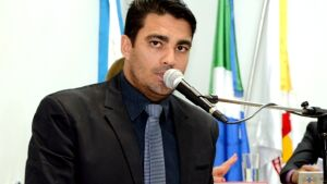 Fátima do Sul: Diego pede instalação de duas 'guaritas' para abrigar universitários em dias de chuva