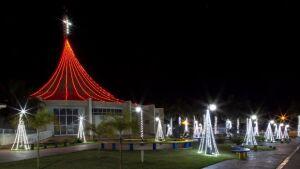 Praças ganham colorido diferente, atrai famílias e jovens e resgata o espírito natalino em Vicentina