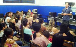 Educação reestrutura sala de tecnologia da Escola Dois de Maio em Gloria de Dourados