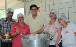 Prefeito Junior Vasconcelos comemora o Dia do Funcionário Municipal em Fátima do Sul