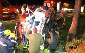 Pai e filha morrem em capotamento de ambulância do SAMU
