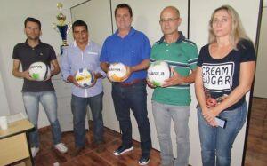Duda visita fábrica de bolas e destaca importância da mesma para o crescimento de Vicentina