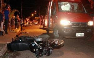 Ao desviar de caçamba, motociclista bate em caminhão e morre em Campo Grande