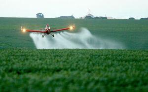 Anvisa proíbe produto cancerígeno usado em agrotóxicos