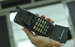 Dono do 1º telefone celular de MS ainda atende com mesmo número, 24 anos depois