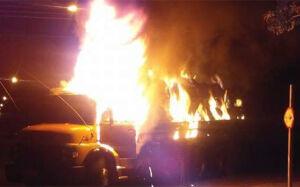 Para evitar tragédia, motorista dirige caminhão em chamas por cidade