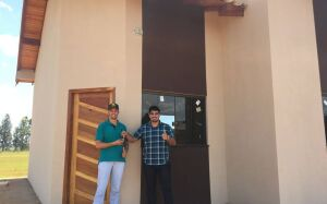 Mais um cliente recebe as chaves da casa própria feita pela Carcará Imóveis de FÁTIMA DO SUL