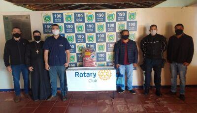 14° BPM entrega 200 kg de alimentos da campanha 'O Essencial Não Para' em Fátima do Sul