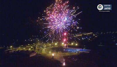 Quem disse que não ia ter queima da fogueira?, ASSISTA o espetáculo que iluminou o céu em Jateí