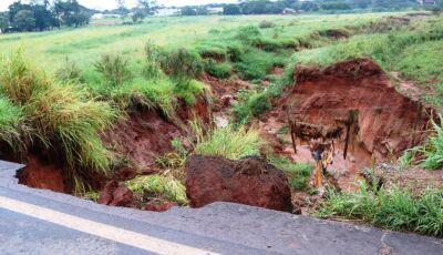 IVINHEMA: Tempestade provoca erosão na MS – 276