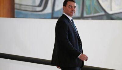 Juiz em prisão de Queiroz: Flávio Bolsonaro liderava organização criminosa