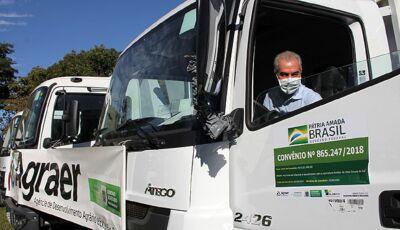 Fátima do Sul e mais 25 cidades recebem do Governo de MS, caminhões para recuperar estradas vicinais