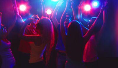 Da UTI pra balada: enfermeiros são flagrados em festa clandestina e gritam 'covid-19' para câmeras