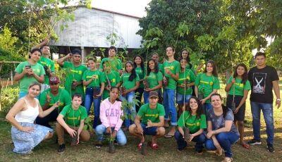 """Projeto """"Adote uma Muda"""" comemora um ano, parceria entre Escola Estadual e Prefeitura em Vicentina"""