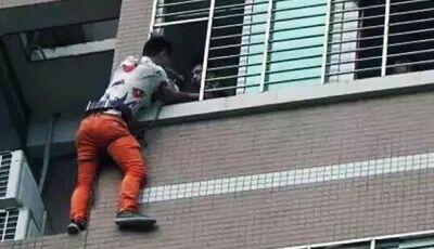 Amante passa a noite pendurado em prédio após marido traído chegar inesperadamente