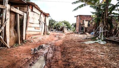 O que dá para comprar com o auxílio: famílias de Campo Grande relatam drama de morar em favela