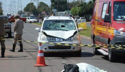 Deficiente visual morre atropelado por carro ao tentar atravessar avenida