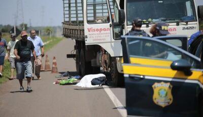 Pedestre morre atropelado por caminhão na BR-262 de MS