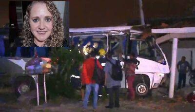 Acidente entre trem e e micro-ônibus deixa uma mulher morta e feridos