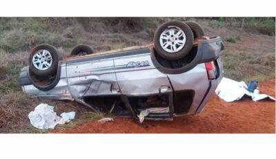 Carro capota, condutor morre e 3 pessoas ficam feridas em MS