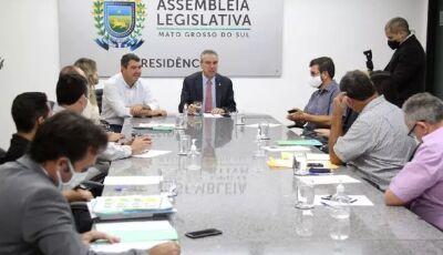 Governo de MS estende pagamento do piso até 2027 e promete concurso aos professores