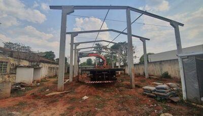 Governo de MS constrói quadra poliesportiva em UNEI feminina da Capital