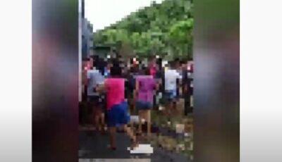 Motorista morre em acidente e índios pisoteiam o corpo para saquear carga no Paraná