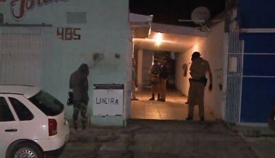 Homem mata assaltante que tentava invadir sua casa na madrugada
