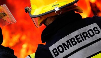 AGORA: Bombeiros são acionados para combater incêndio em residência em Glória de Dourados