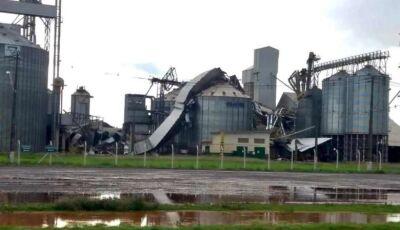 Vendaval destrói cobertura de silo às margens da rodovia MS-473 em Nova Andradina