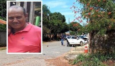 Empresário é executado com três tiros dentro de carro