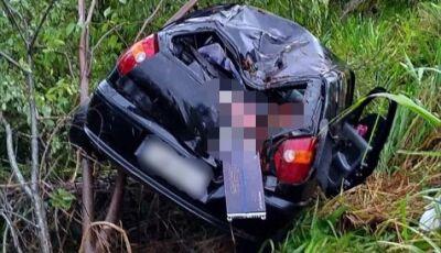Criança de 6 anos morre após motorista perder controle e carro capotar na MS-178
