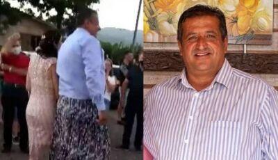 Prefeito de cidade no RS toma posse usando saia para pagar aposta