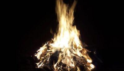 Marido sufoca esposa com travesseiro e faz 'fogueira' com calcinhas no quintal de casa