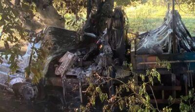 TRAGÉDIA: Homem morre carbonizado em acidente envolvendo caminhão