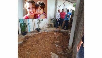 Mãe e filha são achados mortos quintal de casa, filha adolescente é principal suspeita
