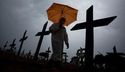 Brasil tem 30.484 mortes por Covid-19 em fevereiro, 2º maior número em toda a pandemia