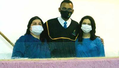 Em meio ao mundo em crise seis pessoas são batizadas na Igreja Adventista do Sétimo Dia de Vicentina