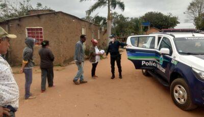 Polícia Militar faz a entrega de mais de 500 cobertores no Vale do Ivinhema