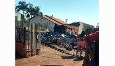 Incêndio no município de Vicentina consome residência em poucos minutos