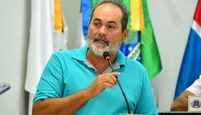 Barba pede faixa elevada com pintura em frente as Escolas e placa em quebra-molas em Culturama