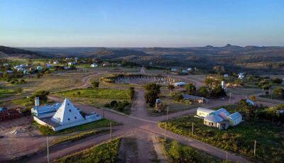 Cidade de MS tem curiosa casas redondas e pirâmides que oferece experiências únicas, conheça