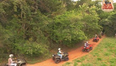Aventura e adrenalina resumem os 50 minutos do passeio Quadriciclos do Rotta Zagaia em Bonito (MS)
