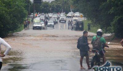 Debaixo d´água, entrada é bloqueada para carros de passeio em Bonito (MS)