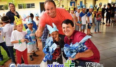 Veja as FOTOS do prefeito Marquinhos do Dedé e vice Oncinha entregando Ovos da Páscoa em VICENTINA